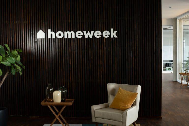 Homeweek Kennmal an einer Wand